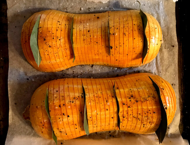 Courge butternut hasselback au craquant noix-romarin