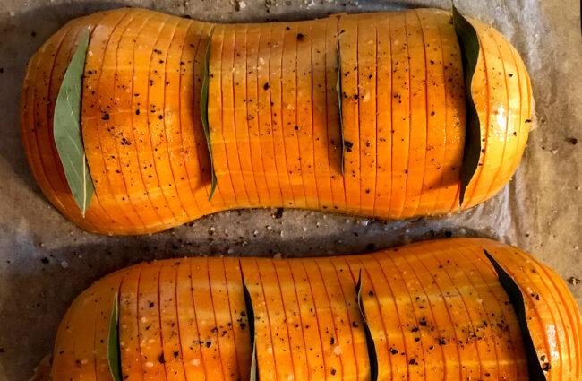 Courge butternut hasselback au craquant noix-romarin